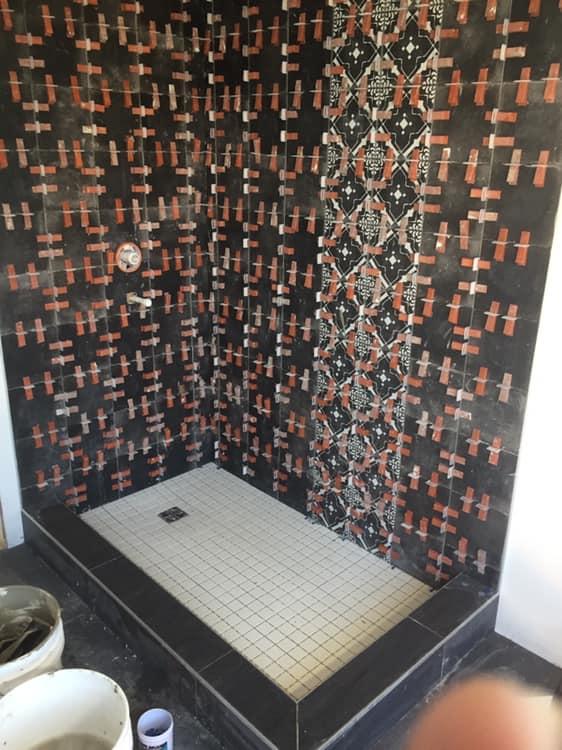 douche en céramique noire